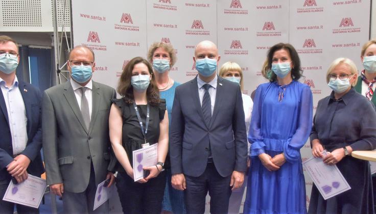 """Santaros klinikose Rytų Lietuvos regiono medikams įteikti apdovanojimai """"Už reikšmingą indėlį Lietuvos žmonių sveikatai"""""""