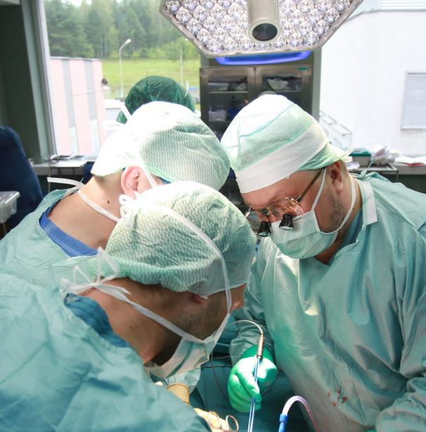 Santaros klinikų medikai operuoja